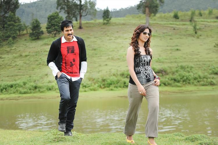 Sunil And Isha Song Still From Movie Mr Pellikoduku