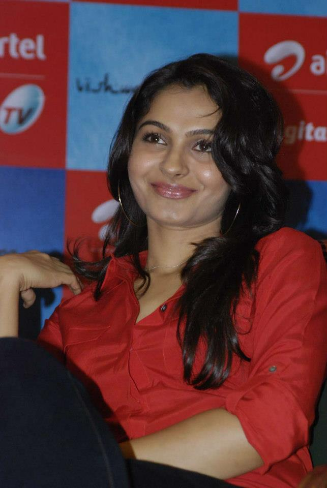 Andrea Cute Smiling Photo Clicked At Airtel DTH TV Launch To Promote Movie Vishwaroopam