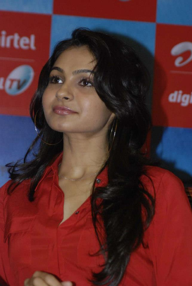 Andrea Trendy Looking Photo In Red Shirt At Airtel DTH TV Launch To Promote Movie Vishwaroopam
