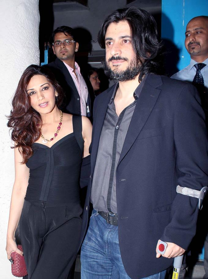 Sonali With Hubby Goldie Spotted At Bunty Walia Wedding Reception Bash