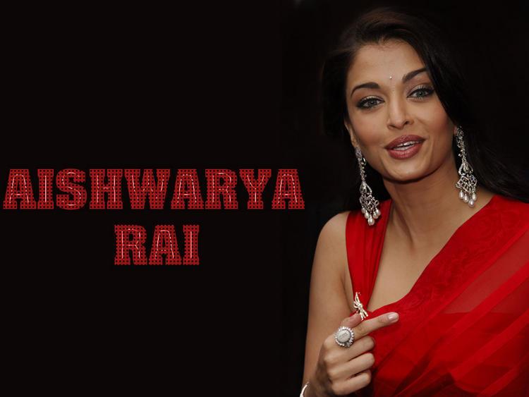 Aishwarya Rai Cute Look Wallpaper