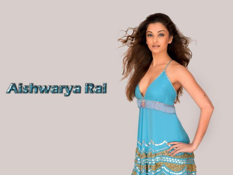 Aishwarya Rai Sexiest Look Wallpaper