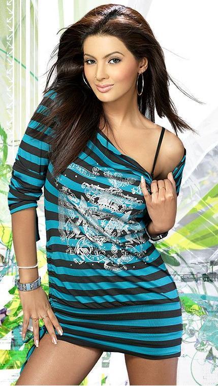 Geeta Basra Short Dress Spicy Wallpaper