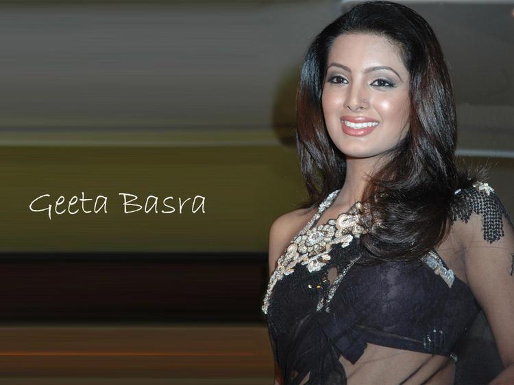 Geeta Basra Transparent Saree Wallpaper
