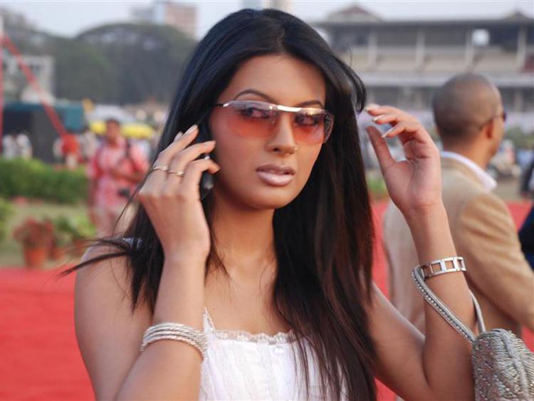 Hot Indian Model Geeta Basra On Red Carpet