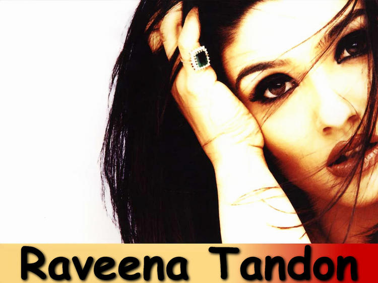 Raveena Tandon Romantic Look Wallpaper