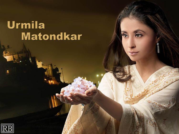 Sizzling Beauty Urmila Matondkar Wallpaper