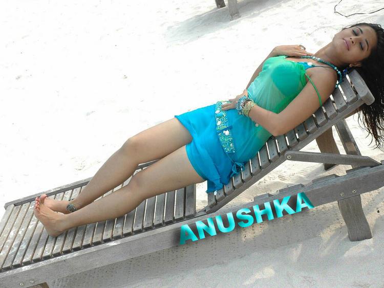 Anushka Shetty Hot and Sexy Wallpaper