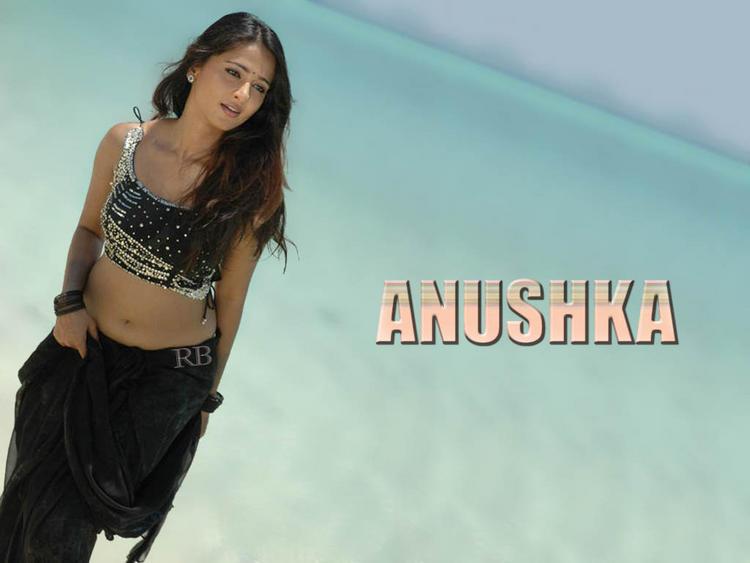 Anushka Shetty Hot Sizzling Wallpaper