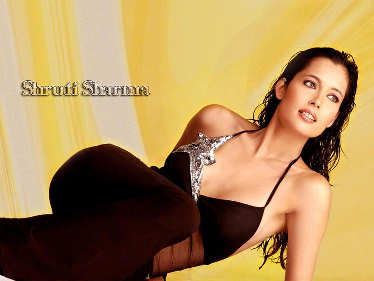 Shruti Sharma Hot Spicy Look Wallpaper