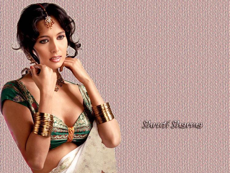 Shruti Sharma Sexy Cleavages Wallpaper
