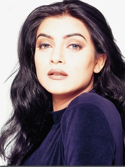 Sushmita Sen Stunning Face Look Wallpaper