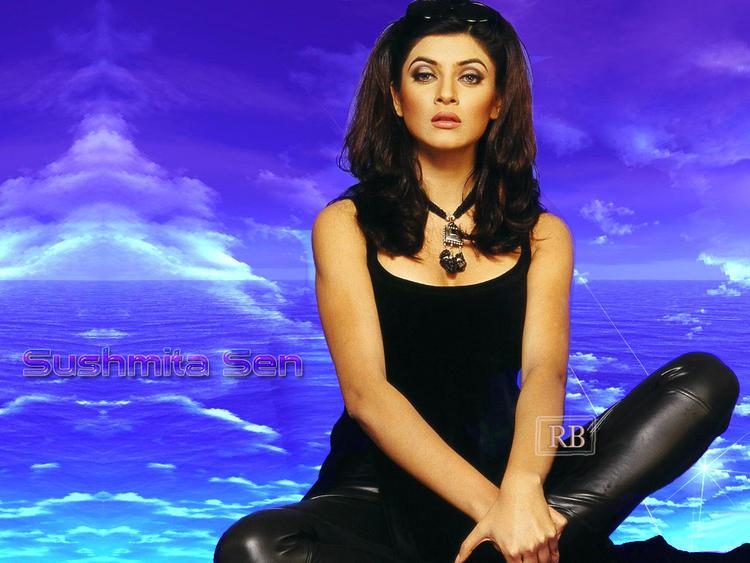 Sushmita Sen Stylish Black Dress Wallpaper