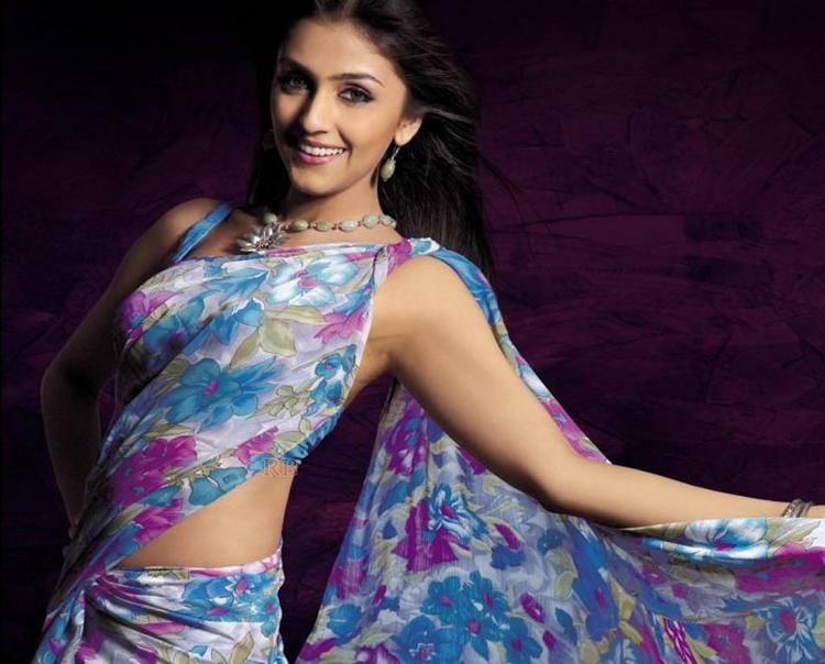 Aarti Chabria Crey Hot Saree Wallpaper