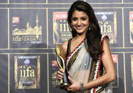 Anushka Sharma With IIFA Award