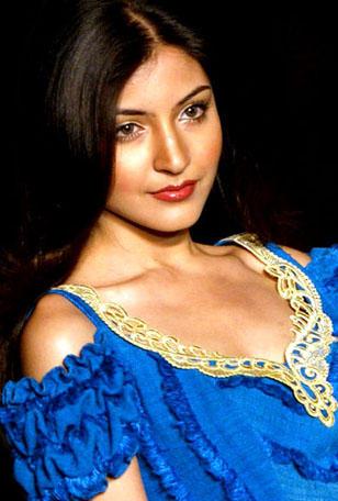 Anushka Sharma Stunning Face Look Wallpaper