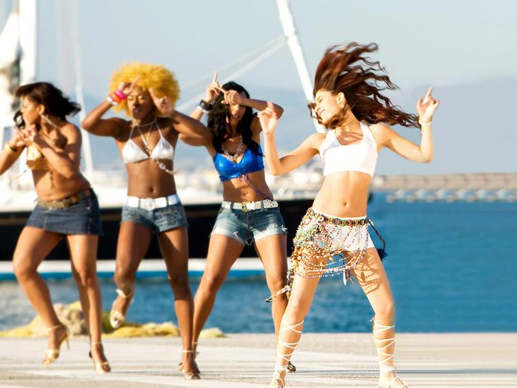 Kareena Kapoor Sexy Dance In Mini Dress