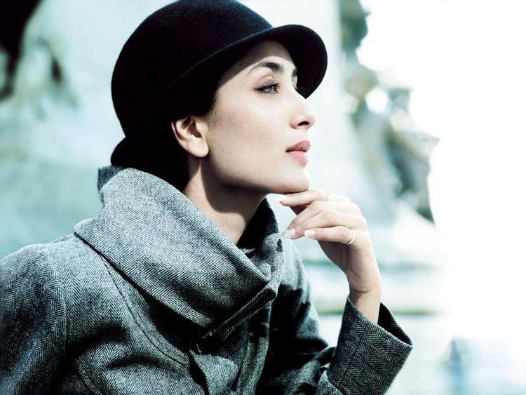 Kareena Kapoor Side Face Hot Still