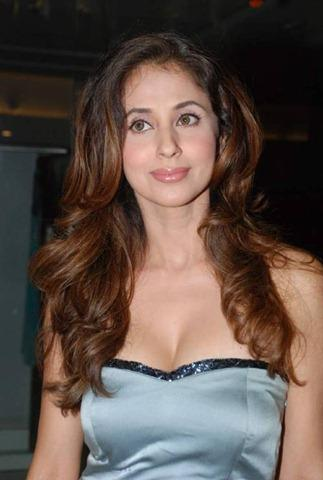 Urmila Matondkar Nice Look In Sleeveless Dress
