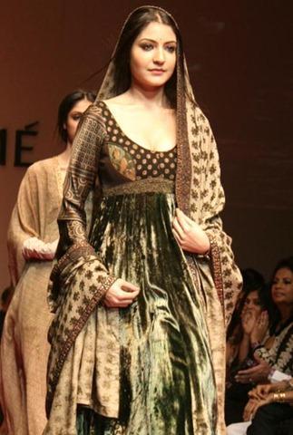 Anushka Sharma Looking Very Beautiful In This Costume