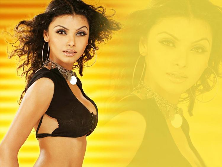 Item Girl Mona Chopra Wallpaper