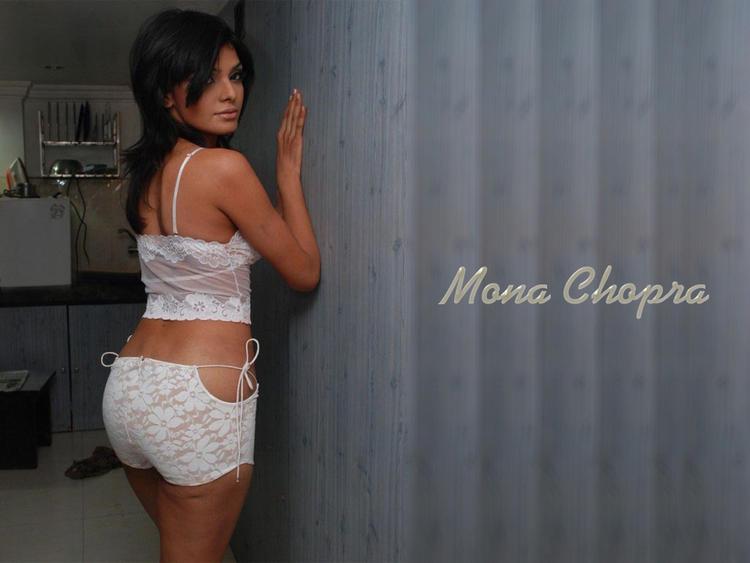 Mona Chopra Hot Hips Show Wallpaper