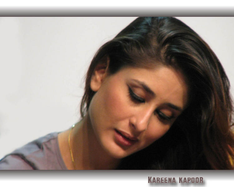Sizzling Beauty Kareena Kapoor Wallpaper