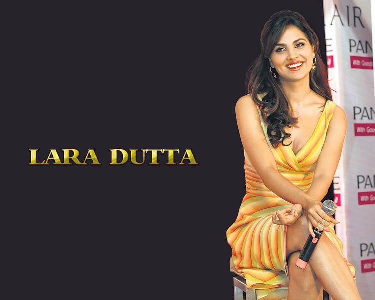 Lara Dutta Sexy Beautiful Wallpaper