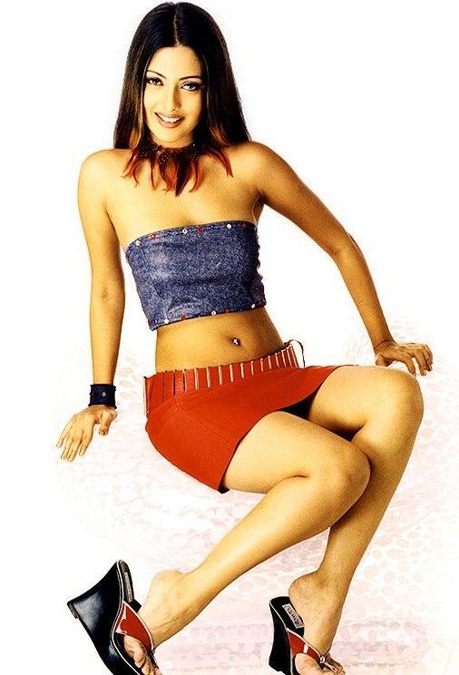 Bold Actress Riya Sen Wallpaper In Mini Skirt