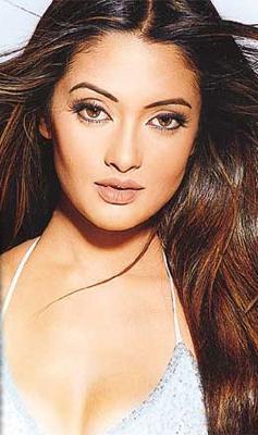 Riya Sen Beautiful Eyes and Wet Lips Pose Wallpaper