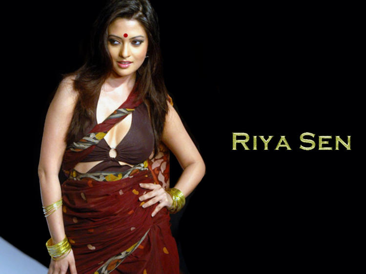 Riya Sen Sexy Saree Beautiful Wallpaper