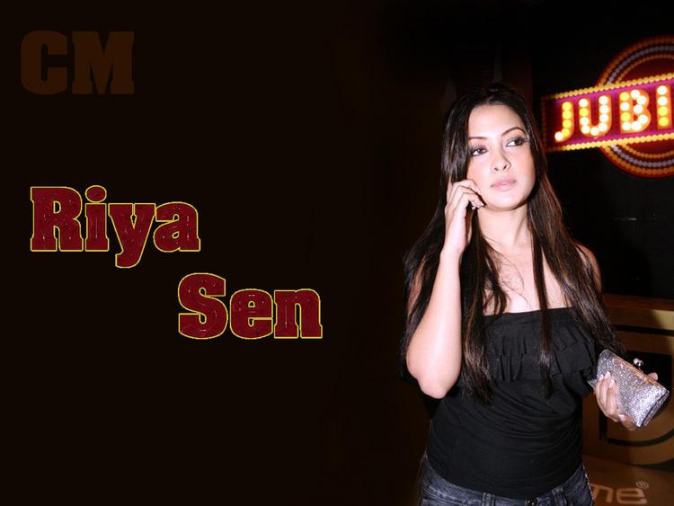 Stunning Babe Riya Sen Wallpaper