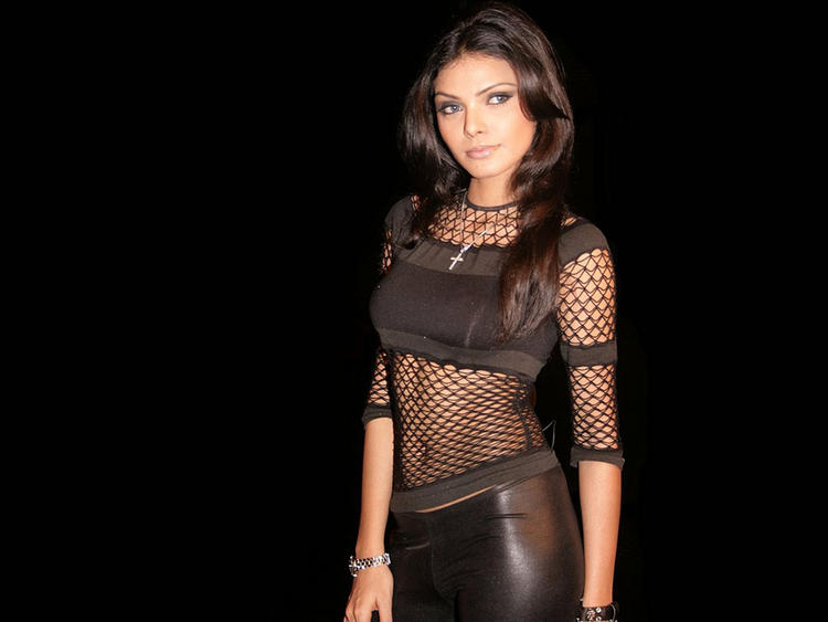Mona Chopra Spicy Navel Hot Pic