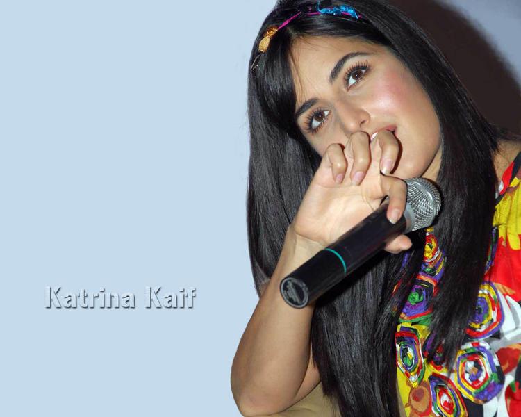 Katrina Kaif Cute Looking Wallpaper