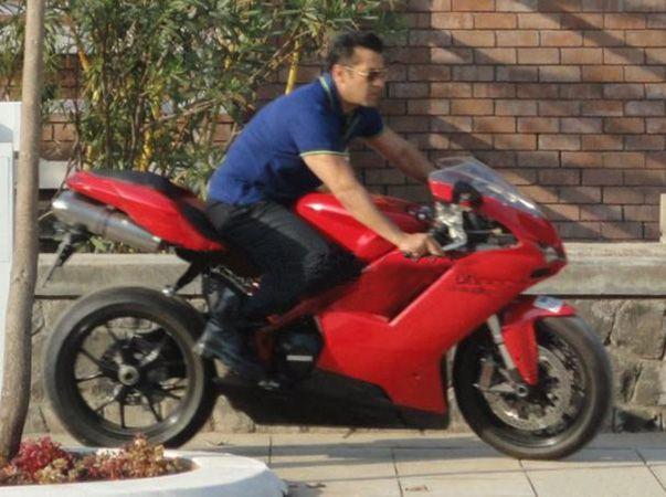 Salman Khan Wonderful Still On Bike