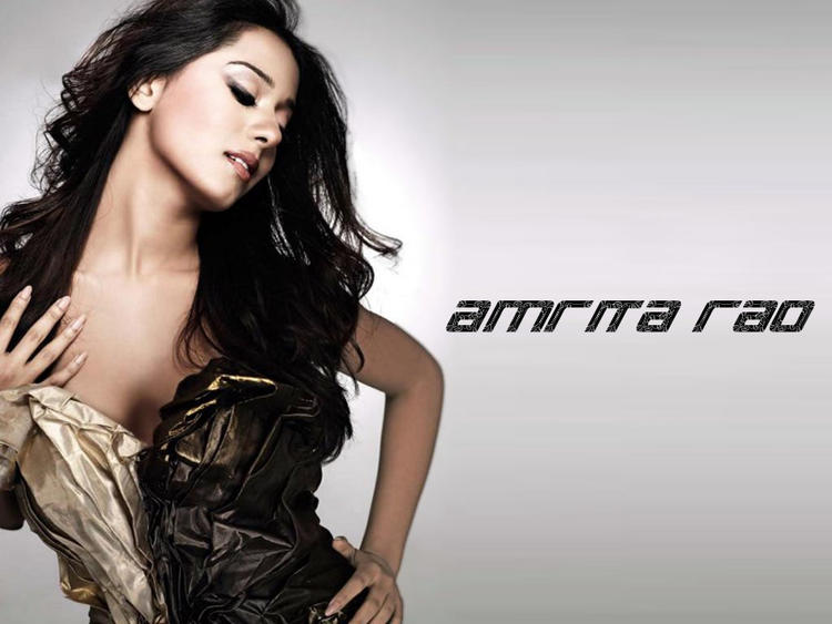 Amrita Rao Deep Cleavages Show Sexy Wallpaper
