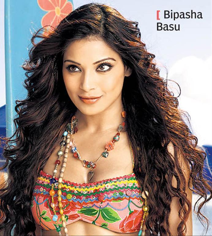 Bipasha Basu Attractive Fairy Face Look Wallpaper