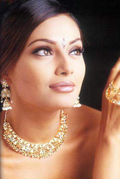 Bipasha Basu Beauty Face Romancing Still