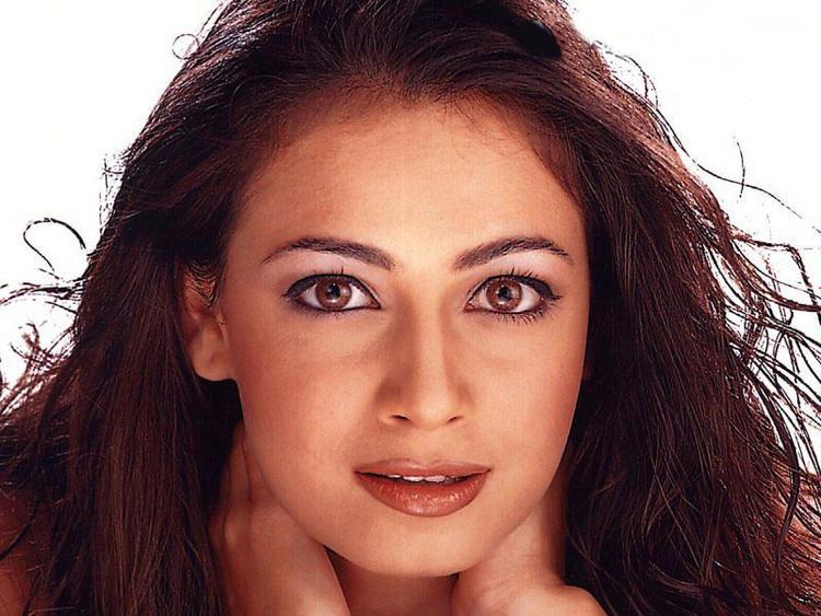 Diya Mirza Sexy Eyes Look Wallpaper