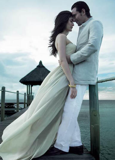 Saif Ali Khan and Kareena Romance Still