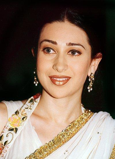 Karishma Kapoor Beauty Still In Saree