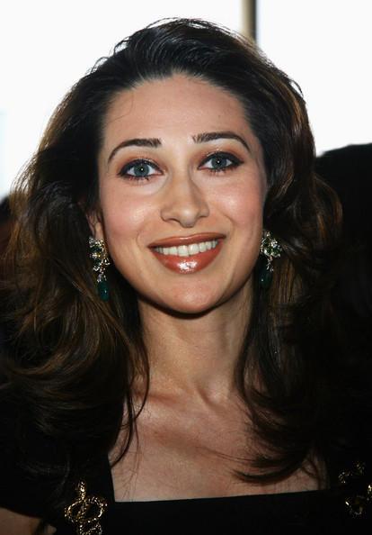 Karishma Kapoor Beautiful Smile Pic