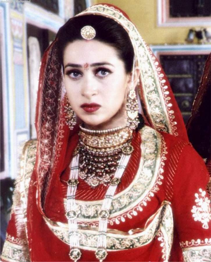 Karishma Kapoor Looking Very Beautiful