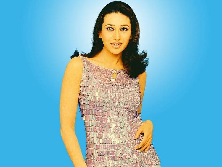 Karishma Kapoor Sexy Gorgeous Pic