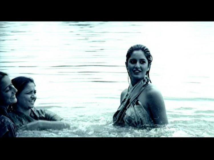 Katrina Kaif Bathing Wallpaper