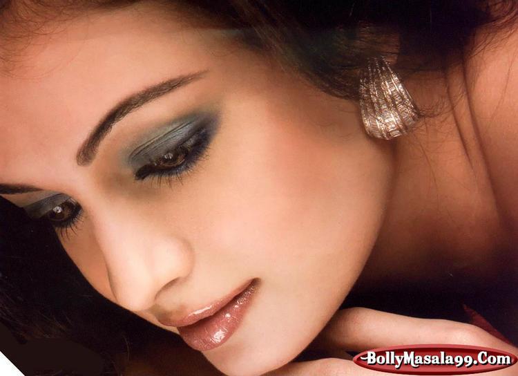Diya Mirza Romantic Look Still