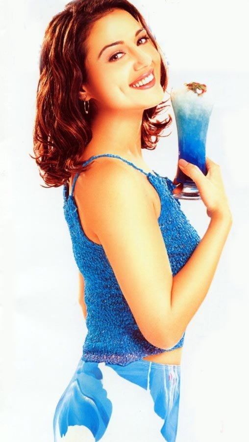 Preity Zinta Dazzling Face Look And Cool Wallpaper