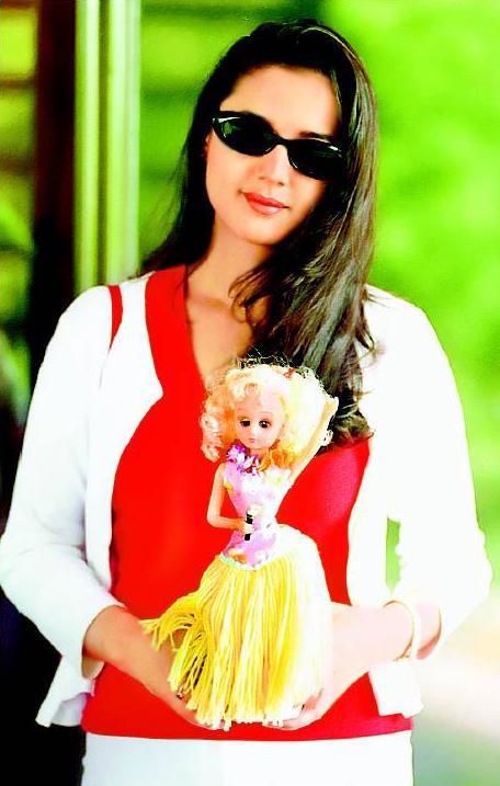 Preity Zinta Wearing Goggles Fresh Pics