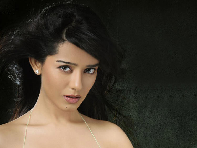 Amrita Rao Sexiest Face Look Wallpaper