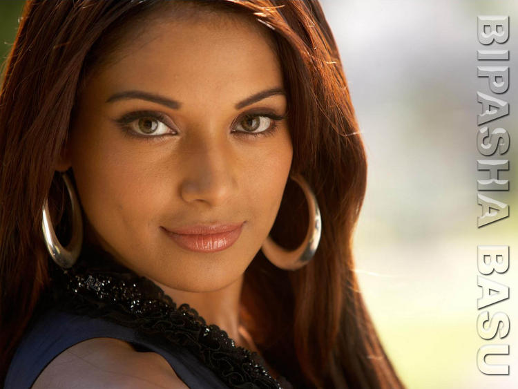 Bipasha Basu Sweet Sexy Look Wallpaper